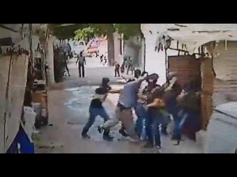 """شاهد.. لحظة اعتقال مخابرات الجيش اللبناني لأحد زعماء """"داعش"""" في مخيم عين الحلوة"""