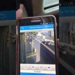 بالفيديو … مشهد مؤلم لطفلة صغيرة تجري نحو شارع رئيسي وتصطدم بشاحنة مسرعة بحفر الباطن
