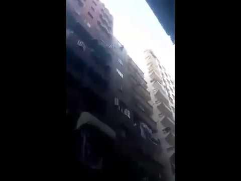 شاهد : فيديو صادم .. لحظة انتحار شاب من أعلى مبني سكني بمصر