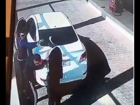 بالفيديو.. شاب يعتدي على عامل محطة بنزين بالضرب بعدما طرق باب سيارته